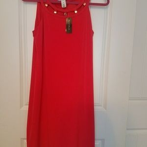 red sleevless dress